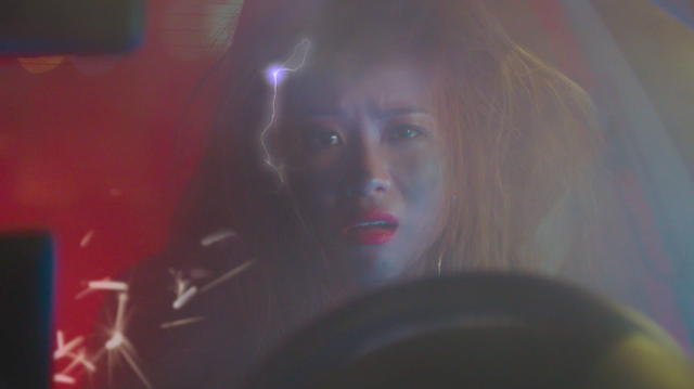 Phụ kiện không chính hãng bốc cháy trong xe rapper Suboi